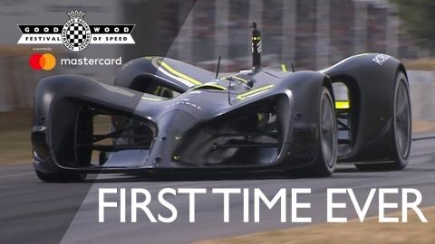 ロボットが運転するスポーツカー_01