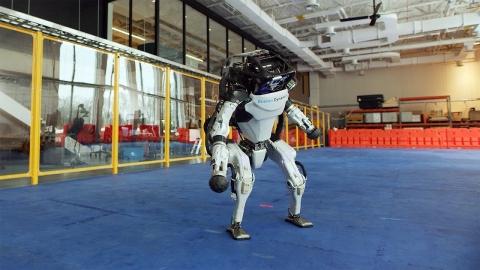 ダンスするロボット_01