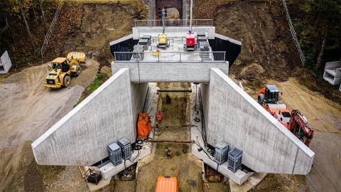 鉄道の陸橋を作り変え_01