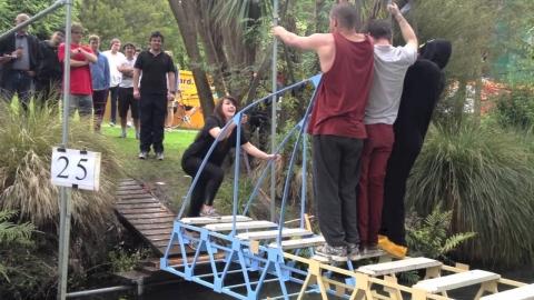人が乗れる橋の模型_01