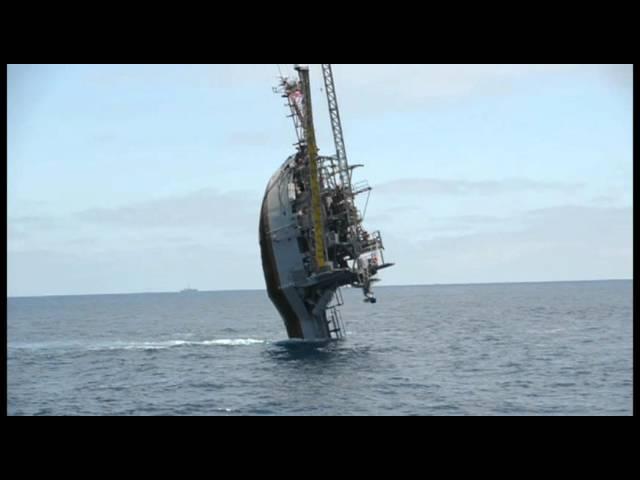 海面から垂直に立ち上がる海洋調査船が凄い!!