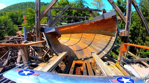 木製のジェットコースター_01