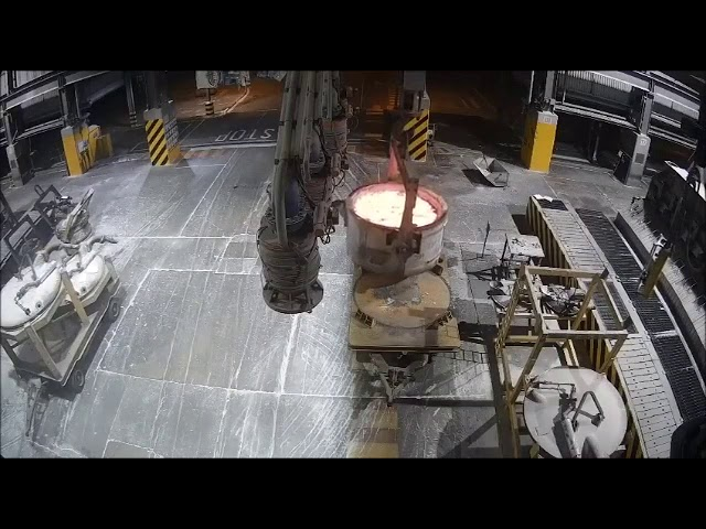溶鉱炉でドロドロに溶けた金属をこぼす事故が壮絶すぎる!!
