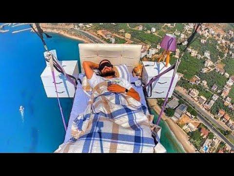寝室で眠りながら優雅にパラグライダーを楽しむ男性!!