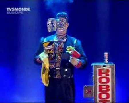 ロボットのパントマイムと手品が融合したショーが凄い!!