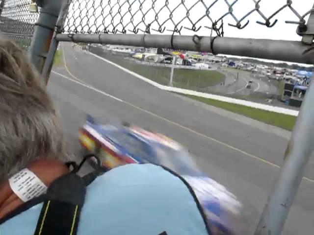 自動車レースの観戦風景が恐ろしすぎる!!