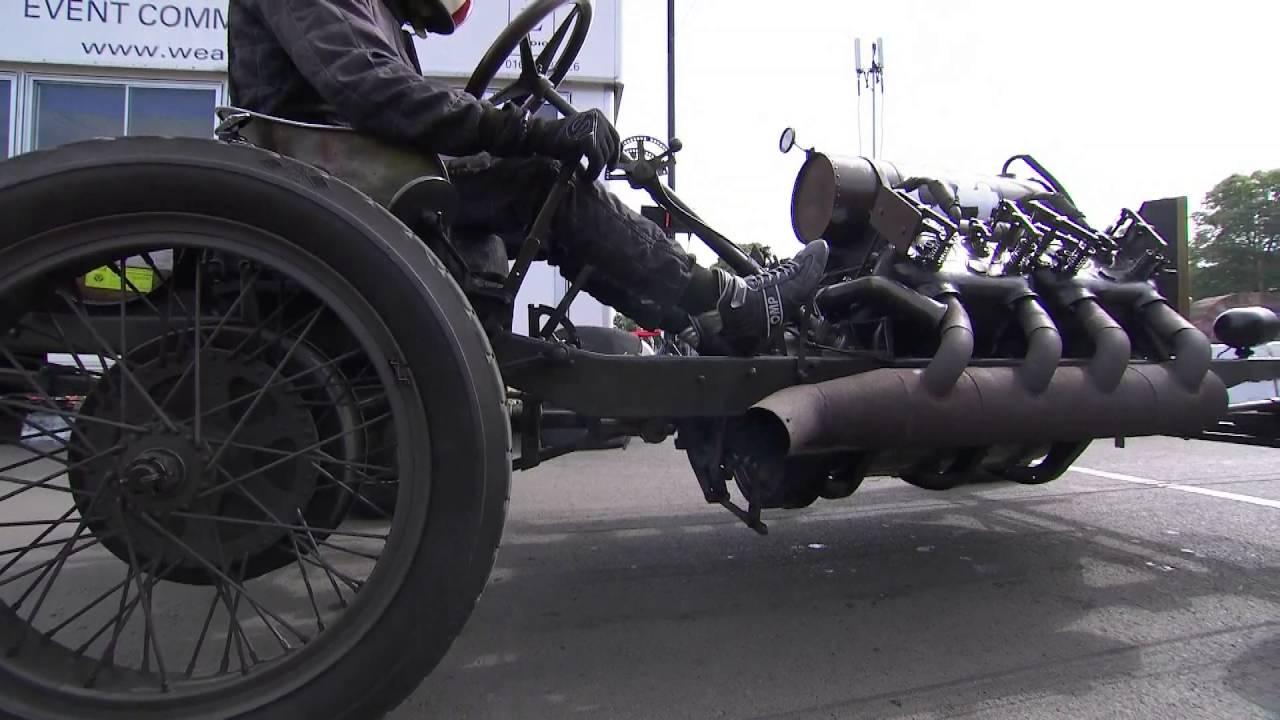 昔々100年前の、ほぼエンジンだけのレーシングカーが疾走!!