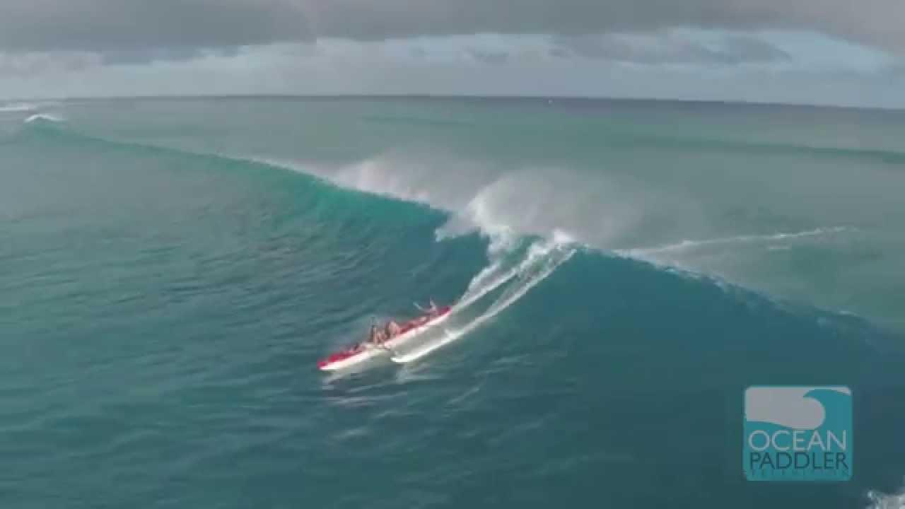 ビッグウィエーブに乗ったカヌーが猛烈に速く疾走する!!