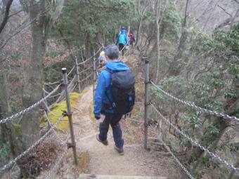 こっちの道は整備されていて歩きやすい201219