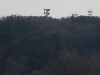 正面に見えるのが多分先日古奴田の山道の先にある電波塔201226