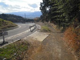 右の方の道結構此処も急こう配の所が201226
