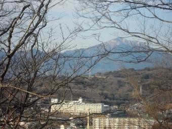 大山まだ雪が消えてない210125