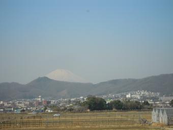 少しかすんでいる富士山210222