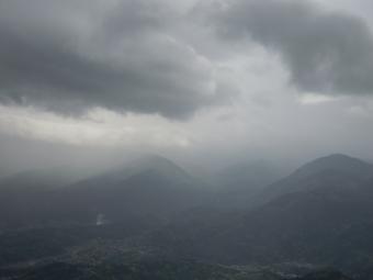 高松山山頂で210404