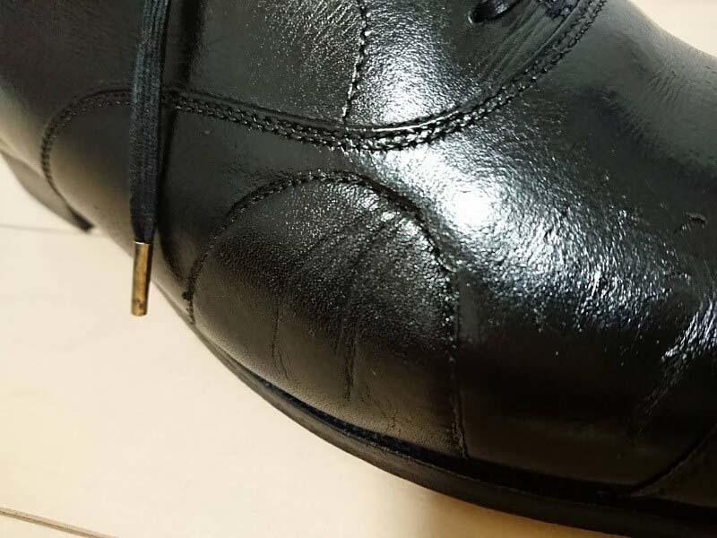 チャールズパッチで7年愛用のひび割れた革靴をリペア