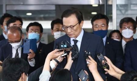 いや犯罪者ですし ~ 【韓国】記者「元ソウル市長のセクハラ問題、党次元の対応はするのか」 与党代表「故人への礼儀はないのかー!」
