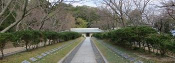 回天記念館 正面玄関と銘碑