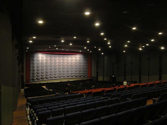 映画館の小箱、中箱、大箱・・・それぞれの楽しみ方 - イハ゛タ ン。