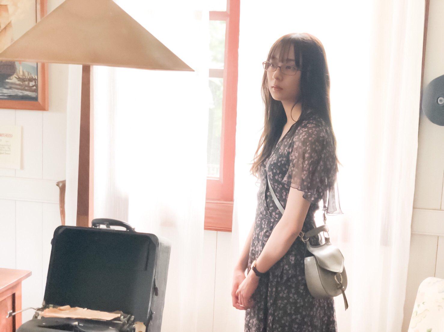 鈴木絢音1st写真集 眼鏡な絢音さん