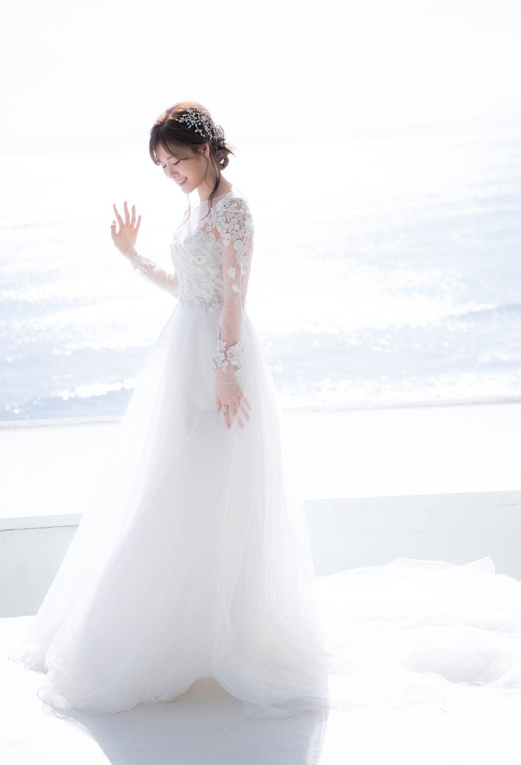白石麻衣 乃木坂46卒業記念メモリアルマガジン 裏表紙 純白ドレス姿