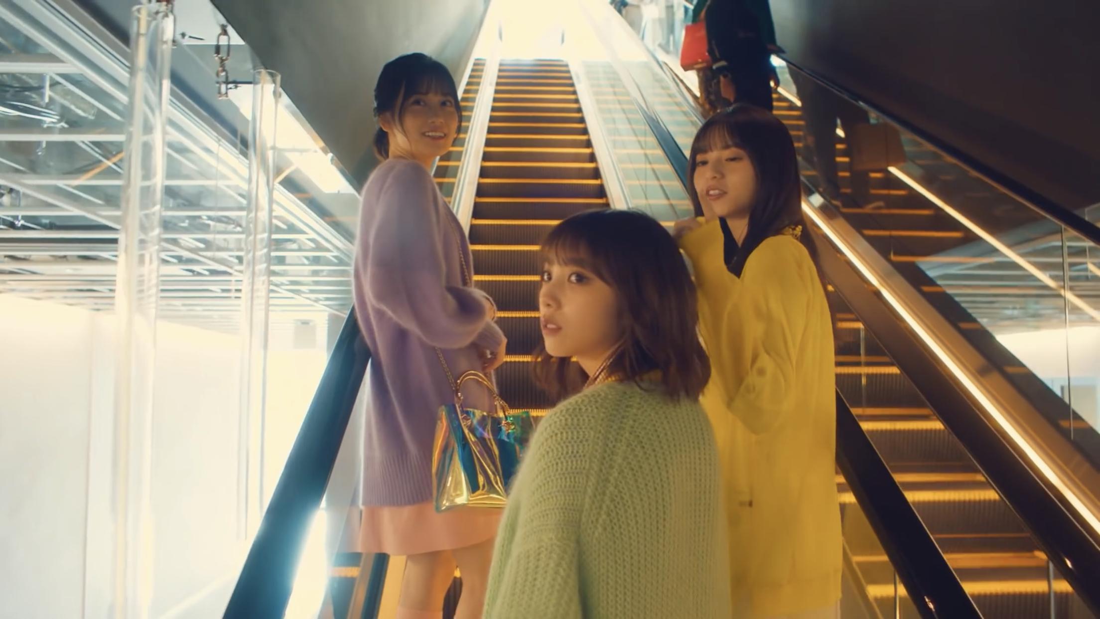乃木坂46「僕は僕を好きになる」MV 山下美月 銀のバッグ