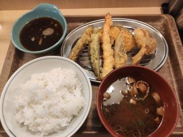 フジオフードシステム えびのや 鶏天と夏野菜の天ぷら定食01 201912