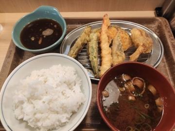 フジオフードシステム えびのや 鶏天と夏野菜の天ぷら定食02 201912