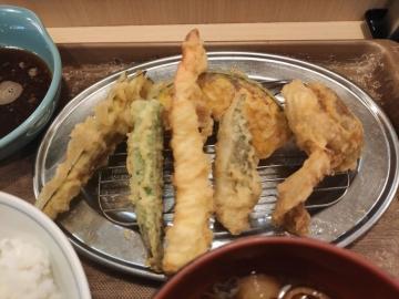 フジオフードシステム えびのや 鶏天と夏野菜の天ぷら定食03 201912
