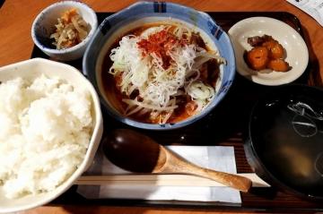 カッパ・クリエイト ぎんぶた 豚バラ旨辛煮込み定食01 2006 201909