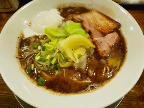 黒マー油らー麺+半熟玉子