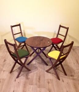 丸テーブル・4人掛け