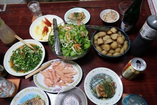 白子ポン酢、ワサビ菜のサラダ、サトイモと玉コン煮っ転がし、モロのバター焼き、リンゴ