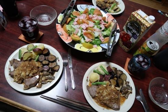 ステーキ粉ふき芋と茄子とキノコソテー添え、ハムサラダ