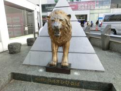 ライオン像 新宿駅東口記事1