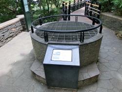 フランス山井戸の遺構 ウチキパン