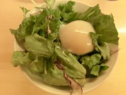 温泉卵のサラダ 江戸路記事