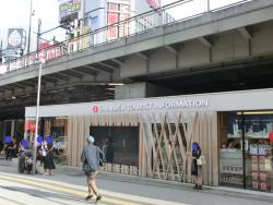 観光案内所 新宿駅南口記事