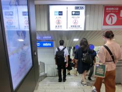 丸ノ内線への地下通路 新宿駅西口記事