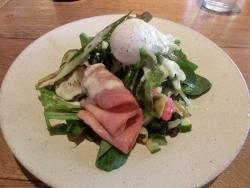 グリル野菜とベーコンエッグサラダ ラテグラフィック記事