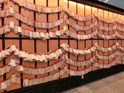 壁一面の絵馬 羽田空港プラネタリウムカフェ
