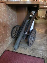 店内 小型の大砲 スカンディヤ