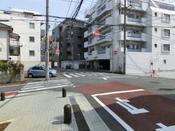 左右の道が下っている 西小山→荏原町散策4