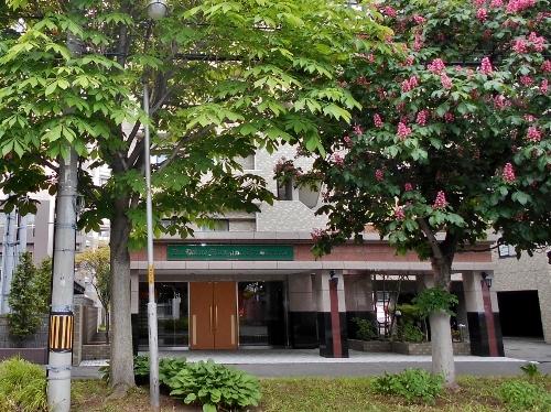 桑園地区にある「円山」を名に冠したマンション 1階ファサード