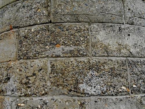 石狩 八幡 茅葺のサイロ 最接近