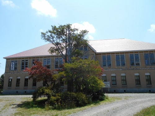 旧北海道林業試験場庁舎 正面車寄せ イチイ老木