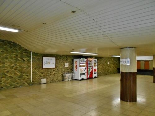 地下鉄琴似駅コンコース 天井-1