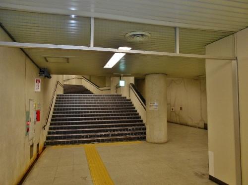 地下鉄二十四軒駅 6番出口 階段