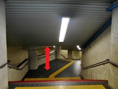 地下鉄二十四軒駅 6番出口 階段-3