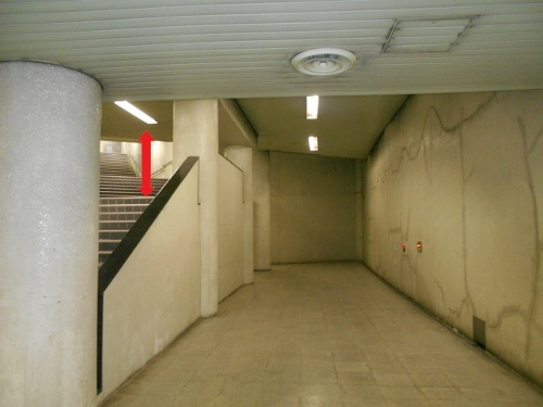 地下鉄二十四軒駅 6番出口 階段-4