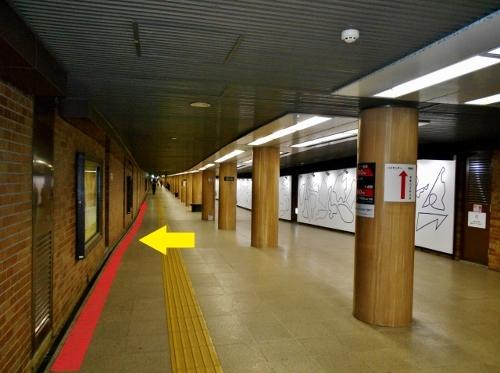 地下鉄バスセンター前駅 地下通路 4番出口付近 下り勾配